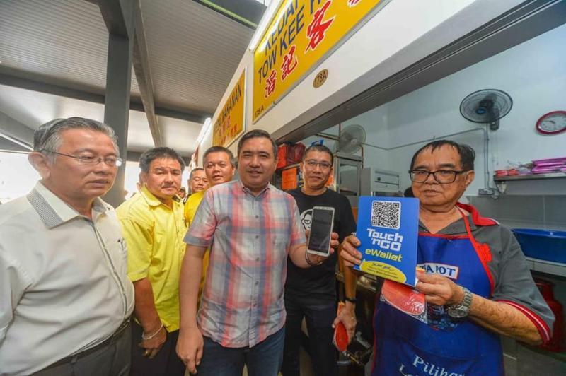 50 Seremban market traders go cashless