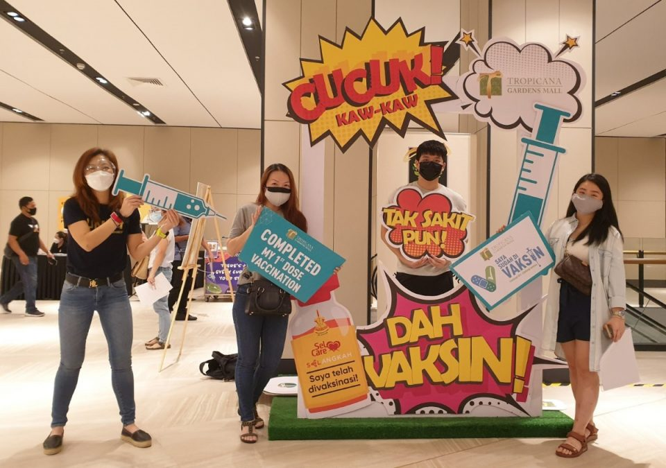 Touch n' Go employees volunteer at Selangor's vaccination centre