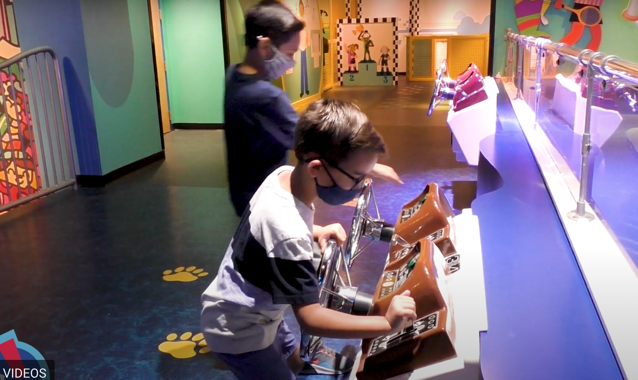 Kids with mask playing inside the Museum