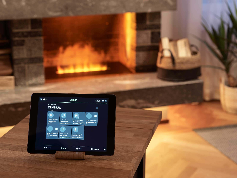 Toutes les fonctions de l'appartement peuvent être contrôlées via une tablette ou un smartphone. Photo : Manuel Stettler