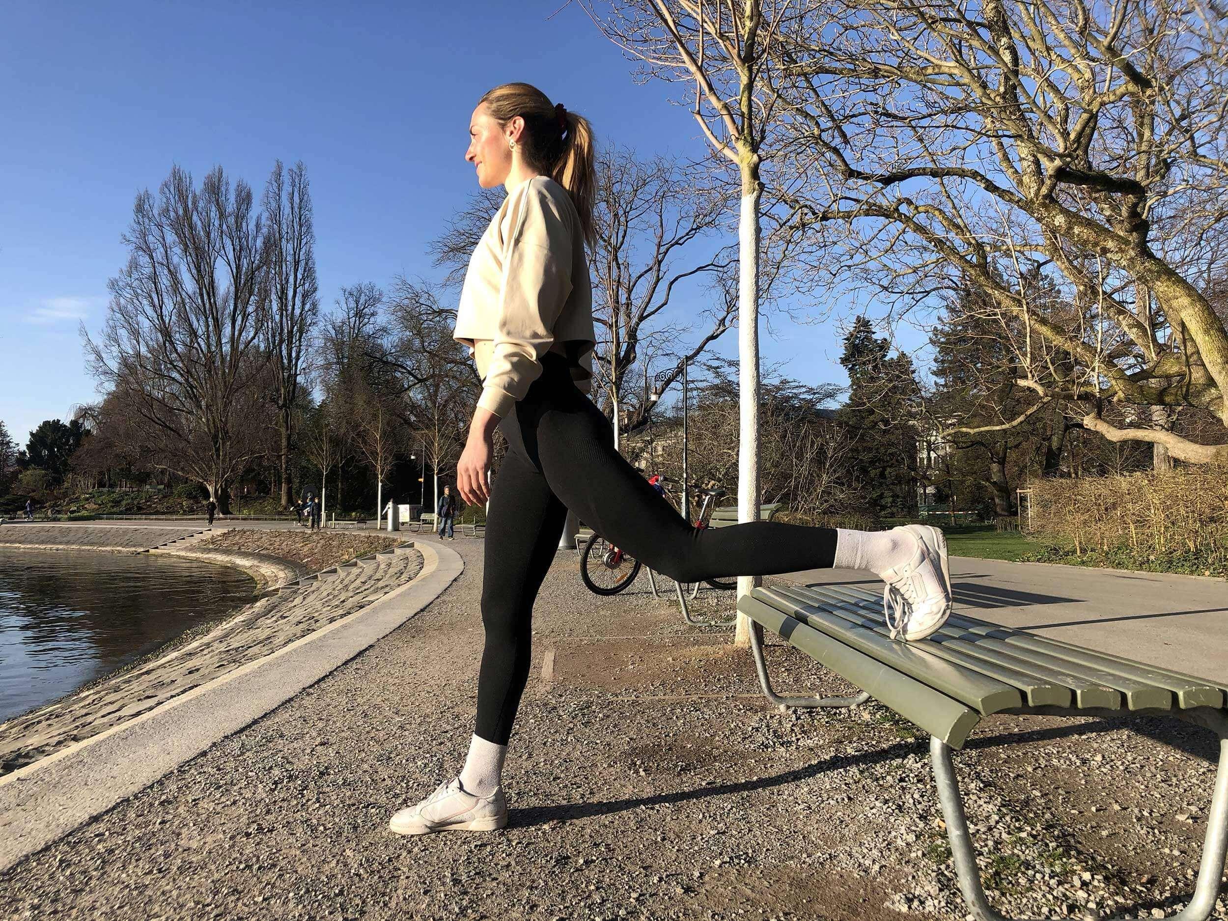 Qu'il s'agisse d'un banc de parc ou d'un petit mur, une légère élévation facilite les fentes et entraîne la stabilité.