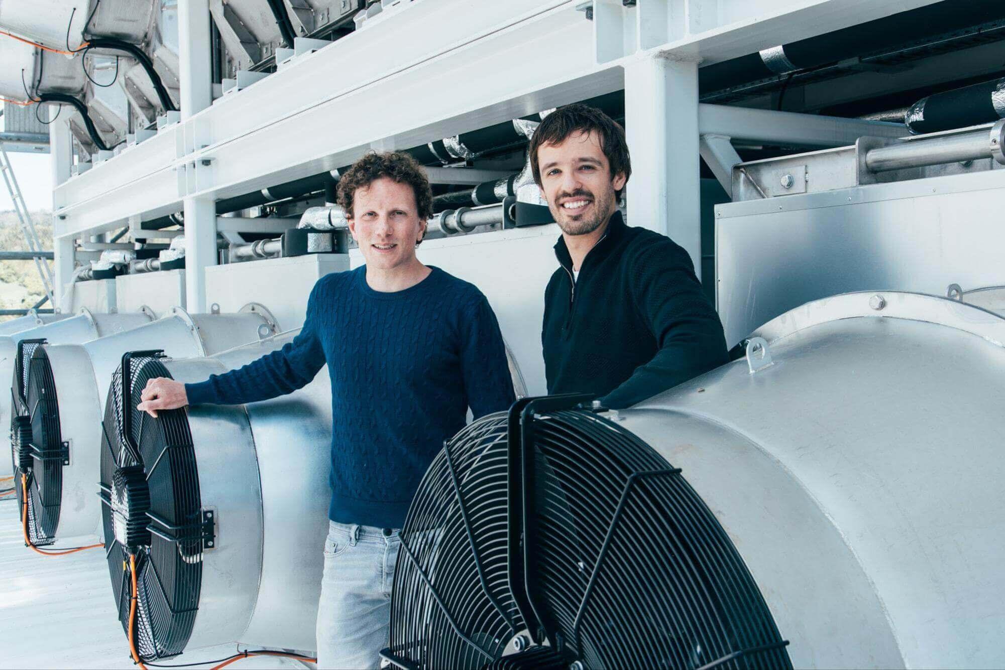 Les doctorants de l'ETH Christoph Gebald et Jan Wurzbacher ont fondé la société Climeworks en 2009. Julia Dunlop