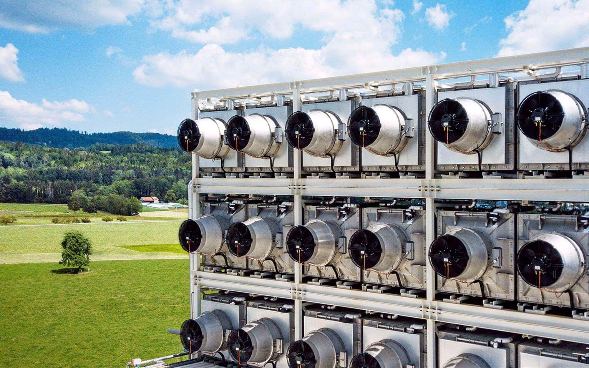 """Dioxyde de carbone issu du CO₂ : des usines comme celle de Coca-Cola à Hinwil fournissent le CO₂ pour le """"Blötterliwasser"""". Climeworks"""
