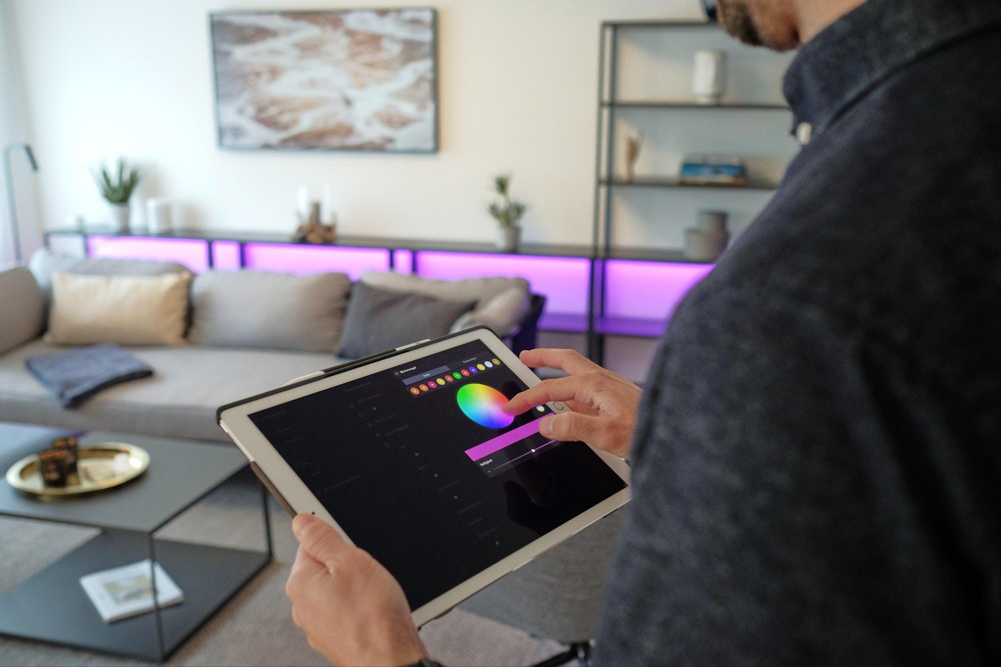 La tablette permet de configurer des décors et de contrôler directement l'éclairage. Jan Graber