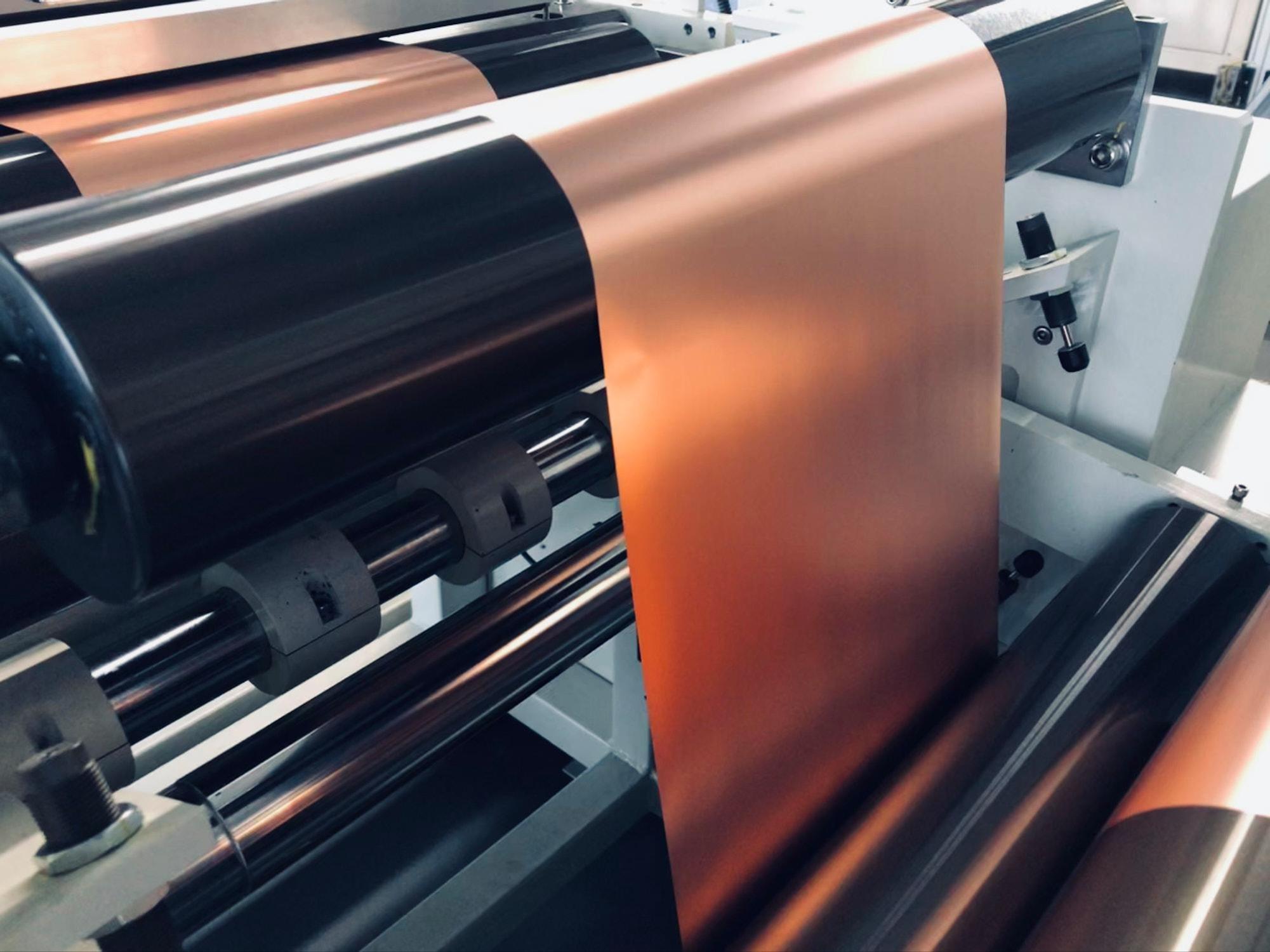 Für die Folienproduktion werden ähnliche Technologien verwendet, wie bei der Herstellung von Papier. Battrion.