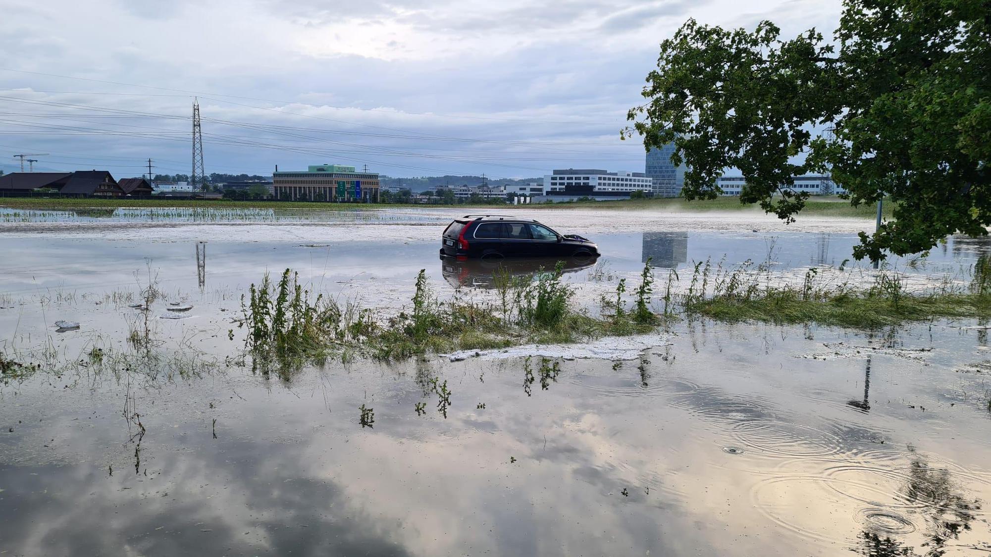 Extreme Wetterverhältnisse mit Überschwemmungen und … 20min/News-Scout
