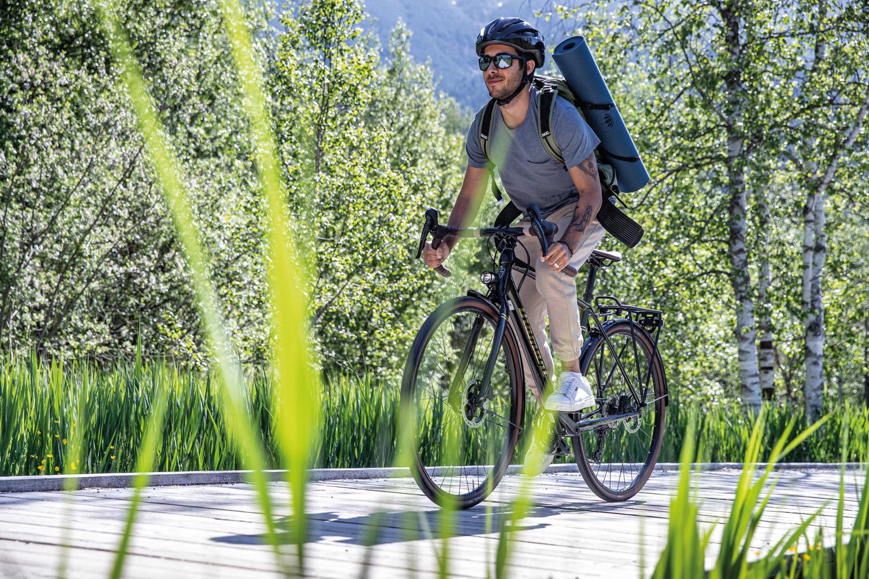 Mit etwas Glück fährst du schon bald mit dem Gravel Bike 137 von Diamant übers Land ...