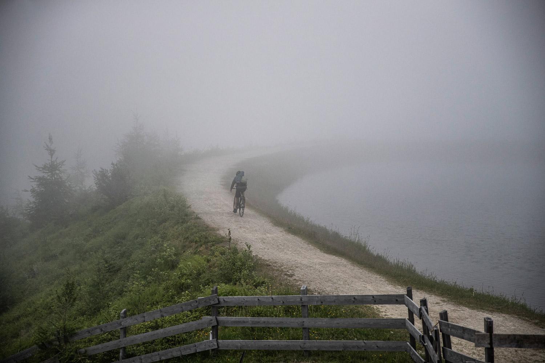 Mit dem Gravel Bike 137 von Diamant kommst du auch abseits der asphaltierten Wege auf deine Kosten!