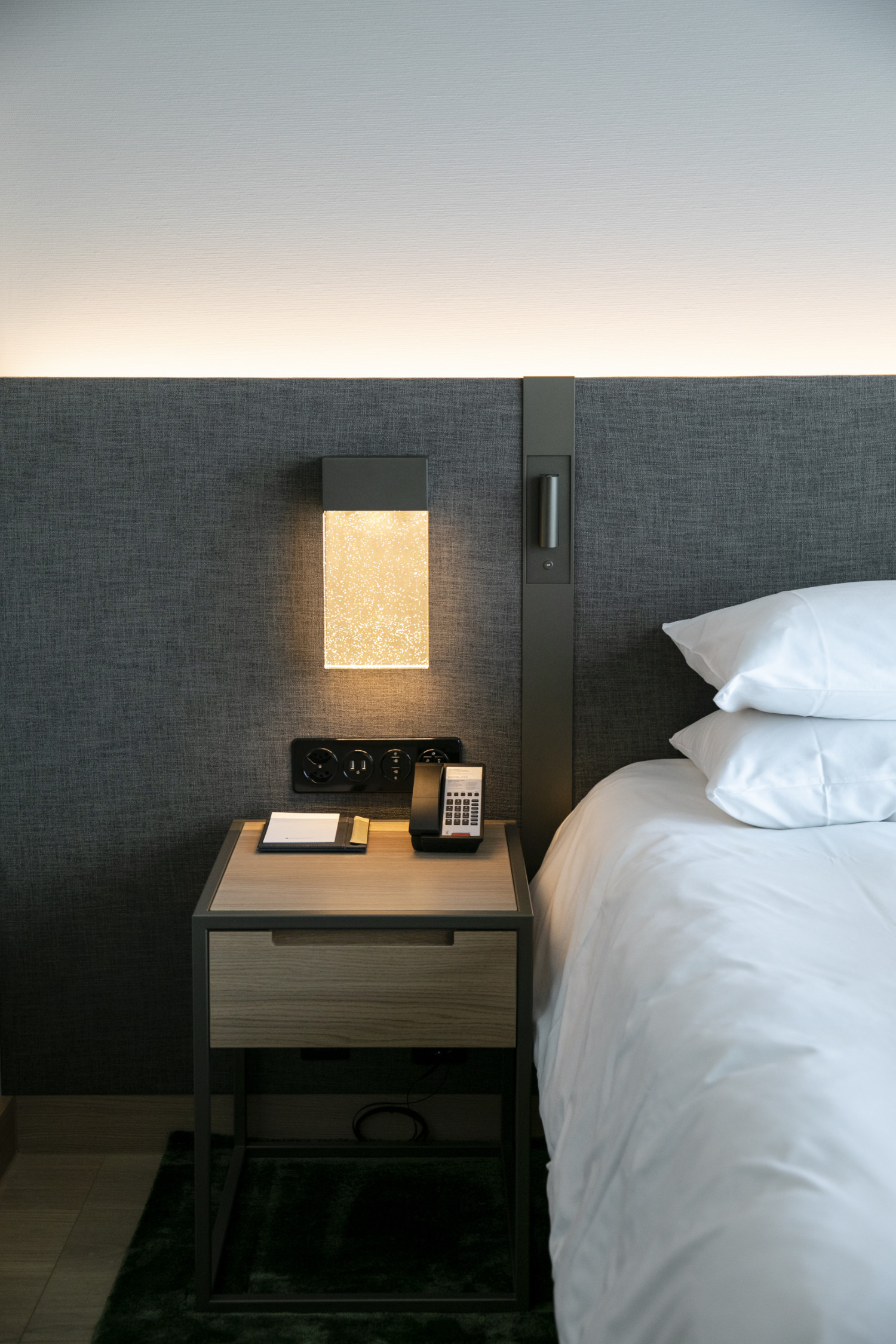 Das Licht- und Temperaturmanagement in den einzelnen Gästezimmern wird ebenfalls automatisch gesteuert.