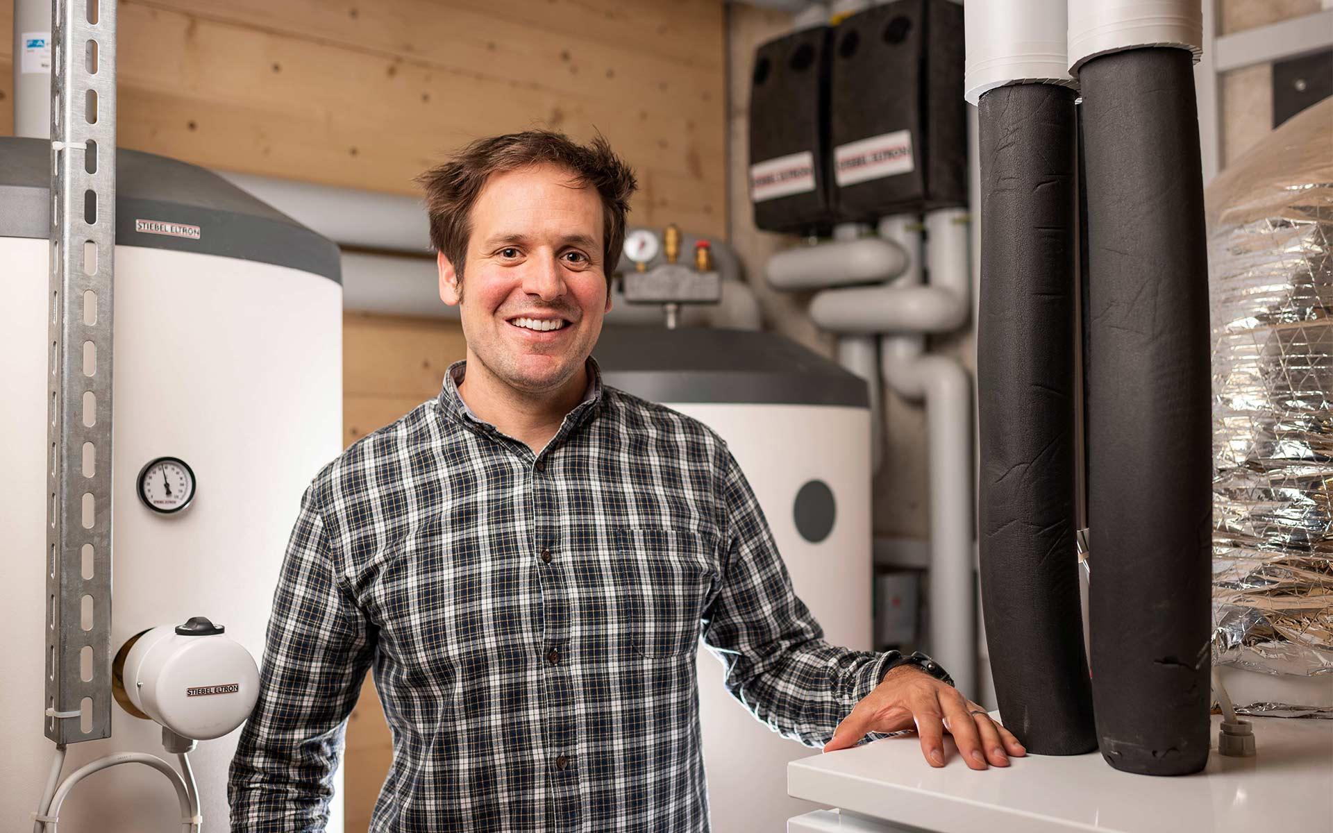 In seinem Haus in Fiesch heizt Daniel Albrecht mit einer umweltfreundlichen Luft-Wasser-Wärmepumpe.