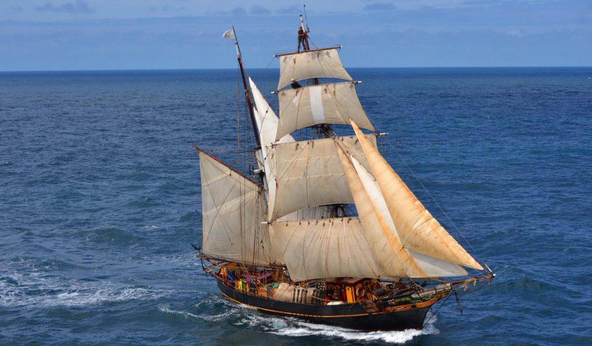 Die Briganntine «Tres Hombres» wurde von drei Freunden zu einem Frachtsegler umgebaut. Fairtransport.eu