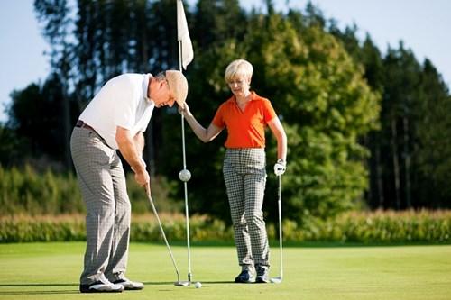 mature-couple-playing-golf
