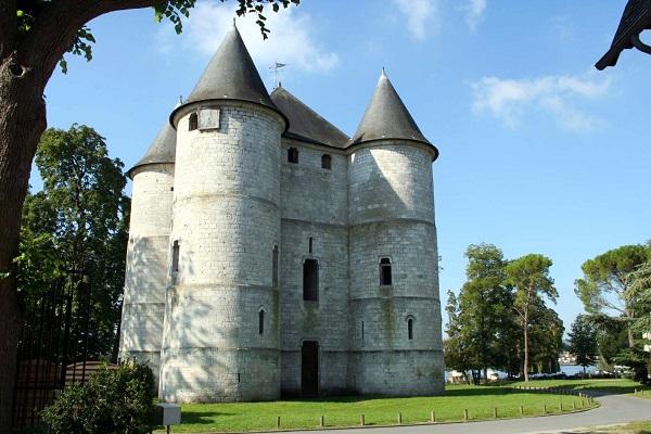 Le Chateau Tourelles