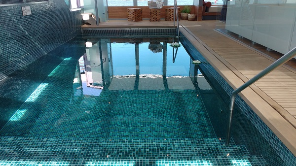 Amadeus Queen Pool