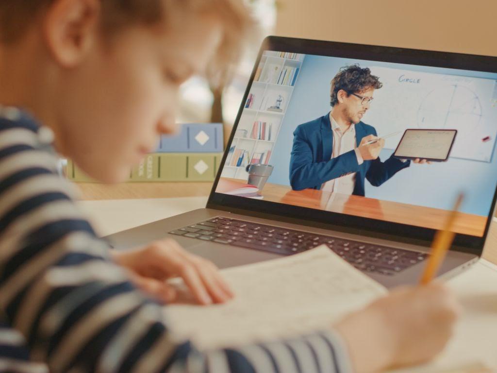 Dators skolniekam un četri noderīgi padomi tā iegādei