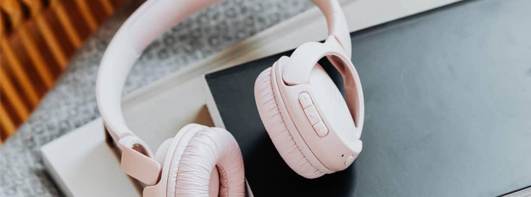 Light pink headphones