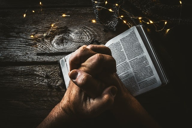 Here are 7 powerful prayers for God's protection in difficult times.