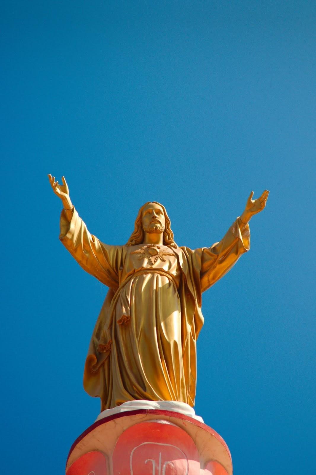 gold statue of Jesus
