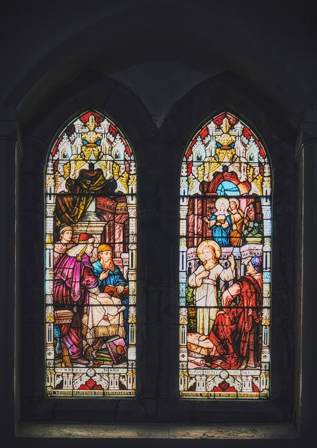 Stained-glass window depicting a young Jesus teaching in the Temple in Jerusalem during Passover, from Luke 2: 40-52