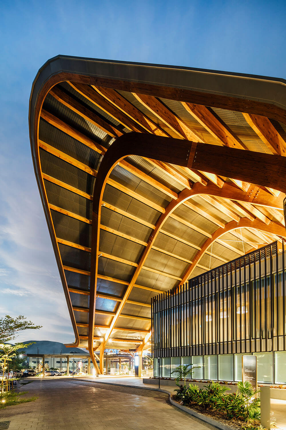 100m-long pacific longhouse roof