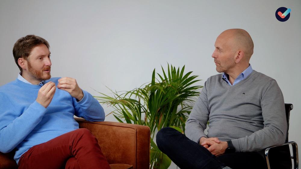 Svein og Hans Andreas snakker om hvordan man kan finne balansen mellom å respektere smittefare og delta i åpningen av samfunnet.