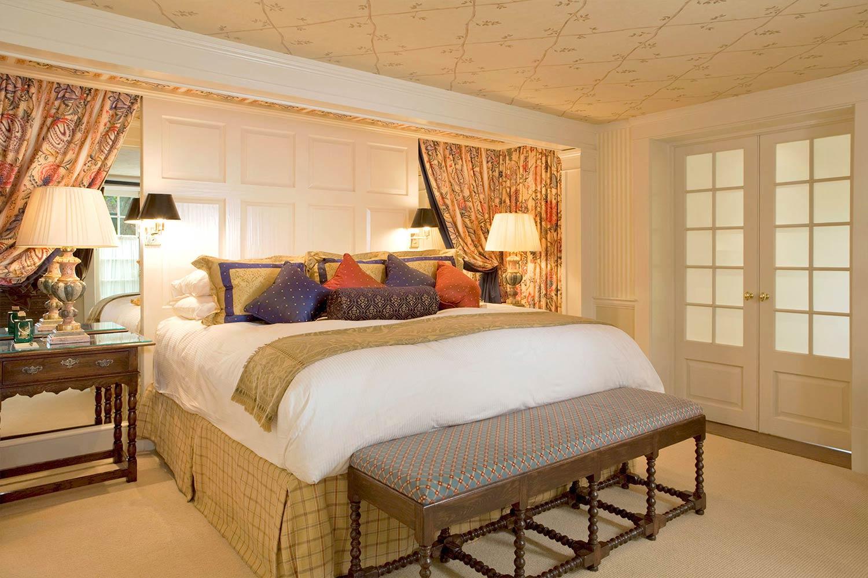 The bedroom in Room 16.