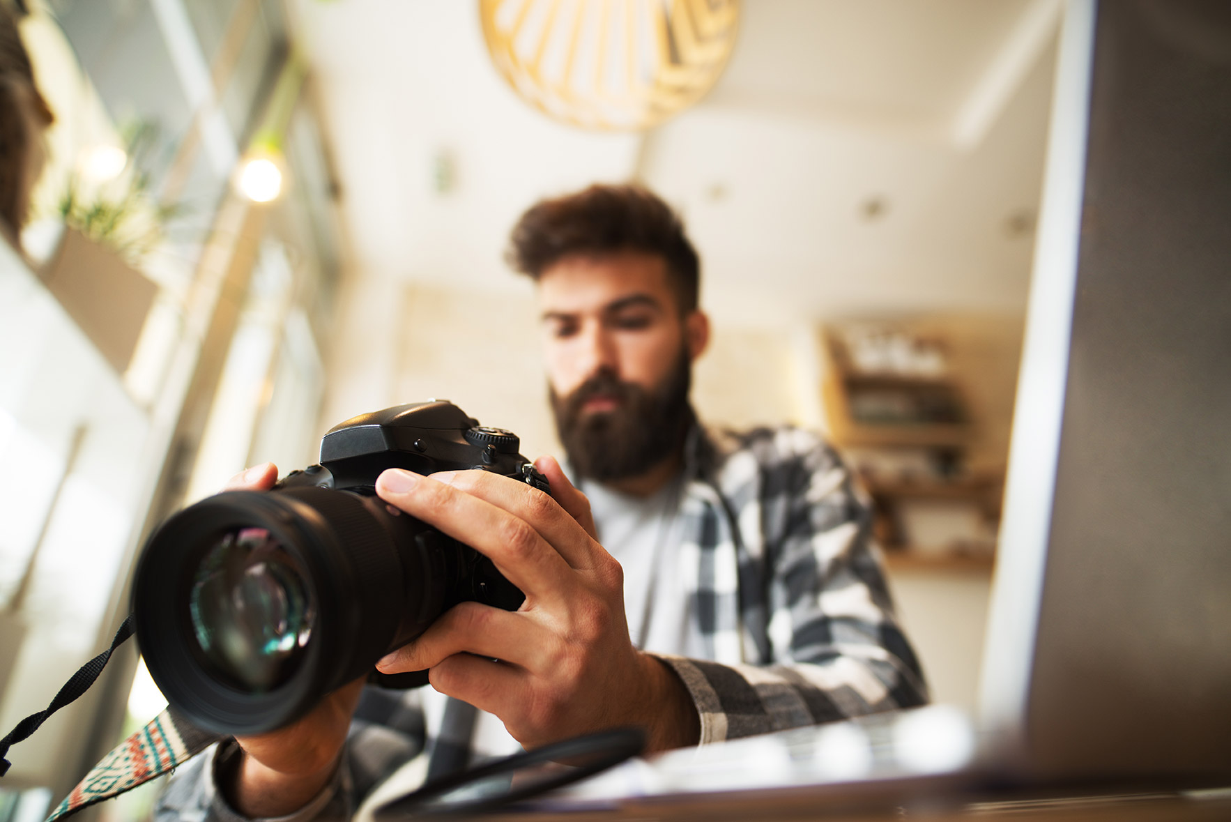 What is a freelancer and how do you become one?
