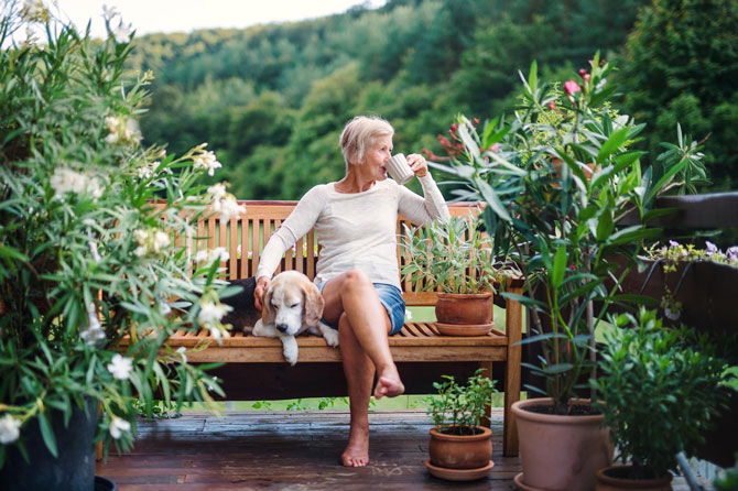 How important are savings if you want to retire early?, image of a retiree on a bench   Crunch
