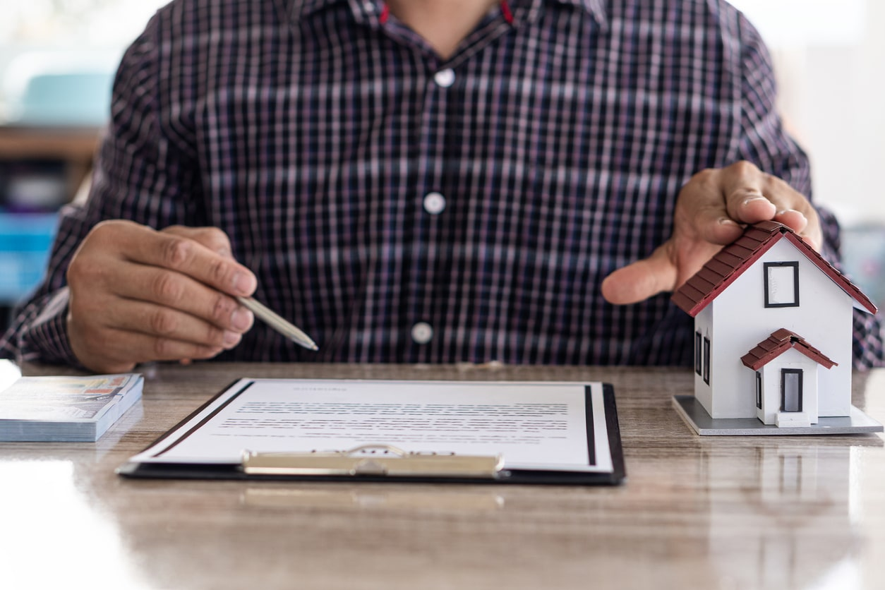 Keep calm and fix that mortgage rate, image of someone signing a mortgage contract | Crunch
