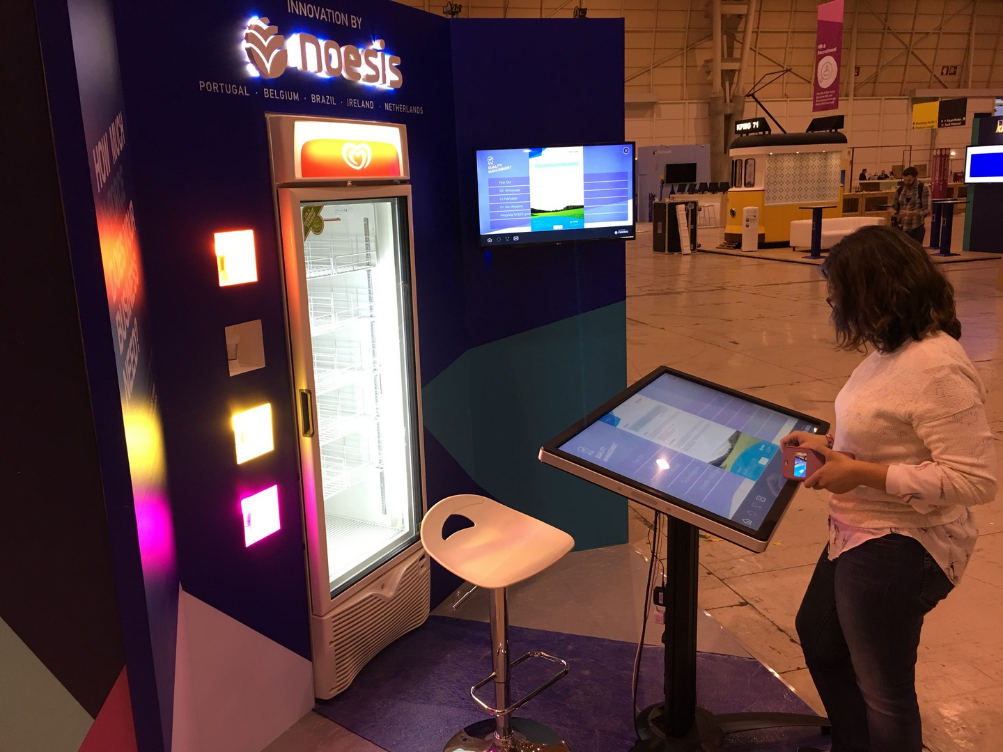 Noesis Interactive Table - Intuiface Software