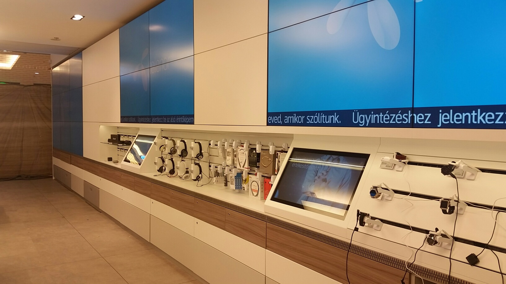 Telenor using Intuiface to Digitalize in-Store