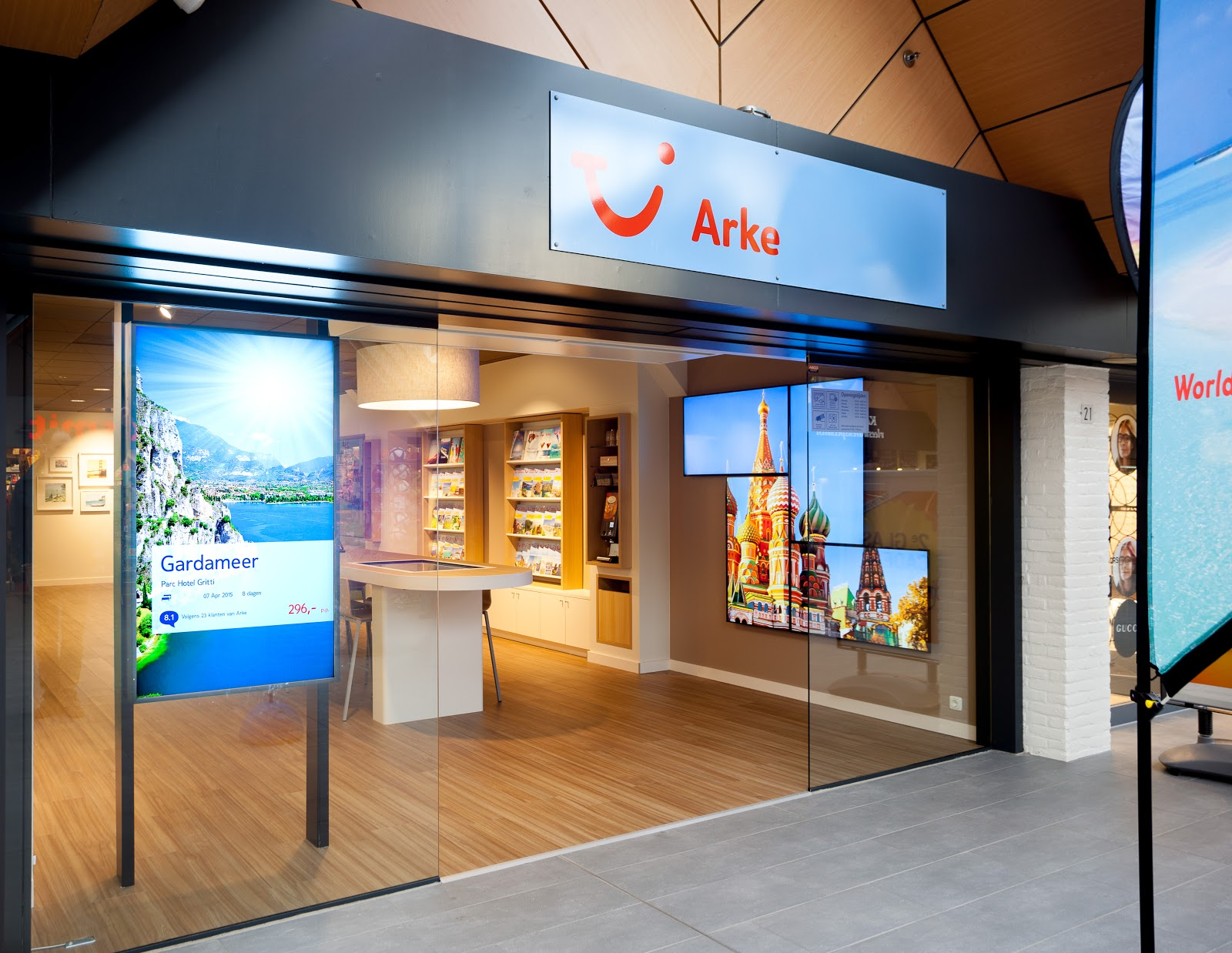 TUI group travel agency using kiosk powered by Intuiface