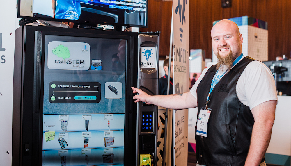 interactive vending machine - Intuiface software