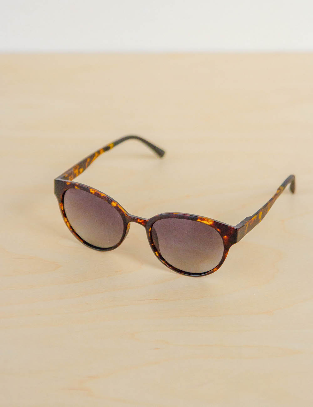 Modo Avala Tortoise Sunglasses look inside