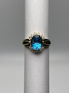Gold Ring w/Blue Sapphire Oval cut stone & 12 accent stones