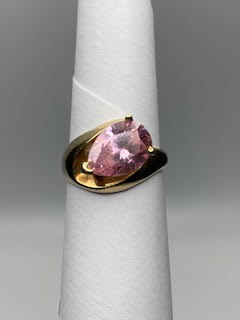 Woman's Gold Ring