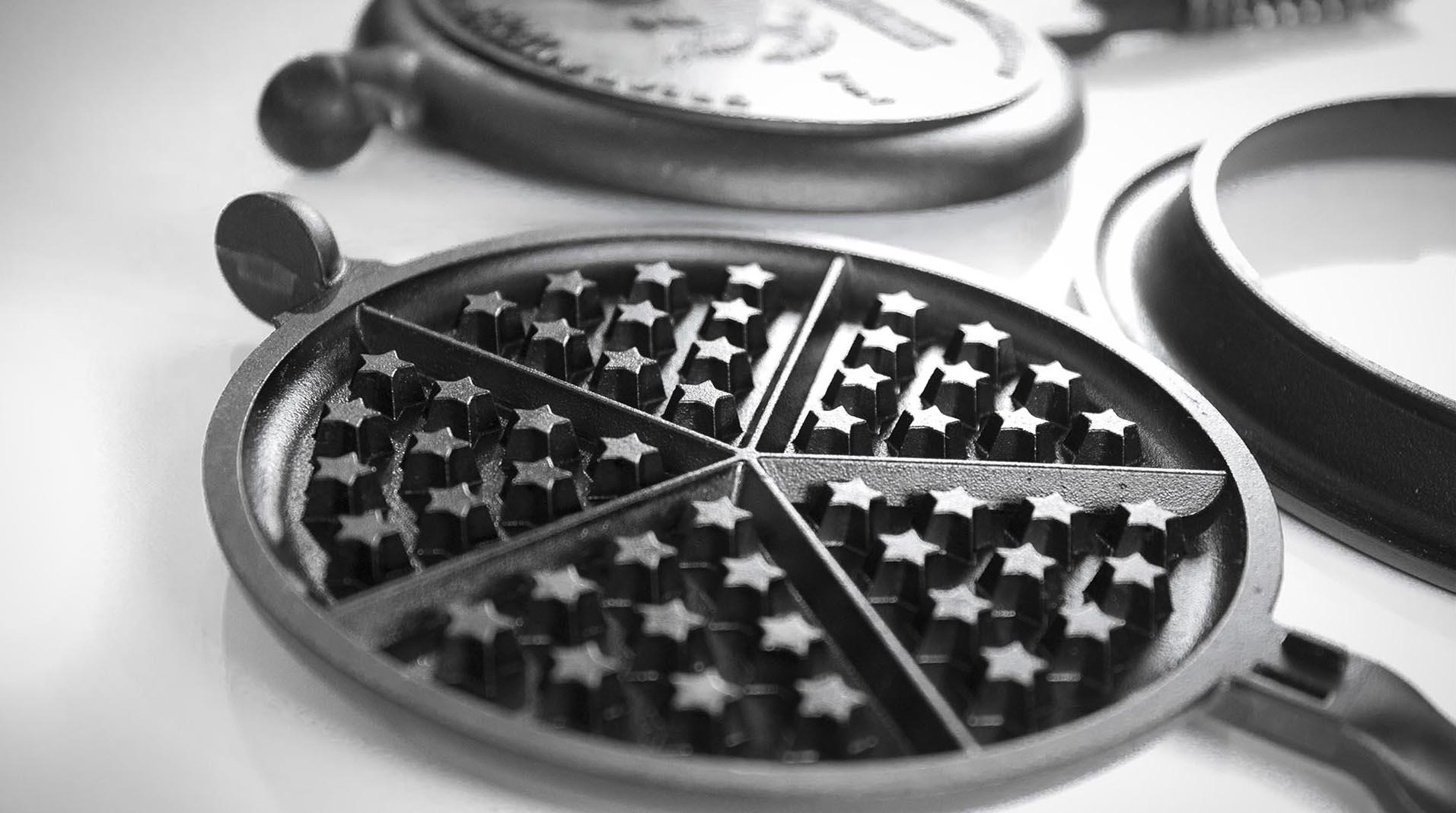 Great American Waffle Iron star pattern detail 1