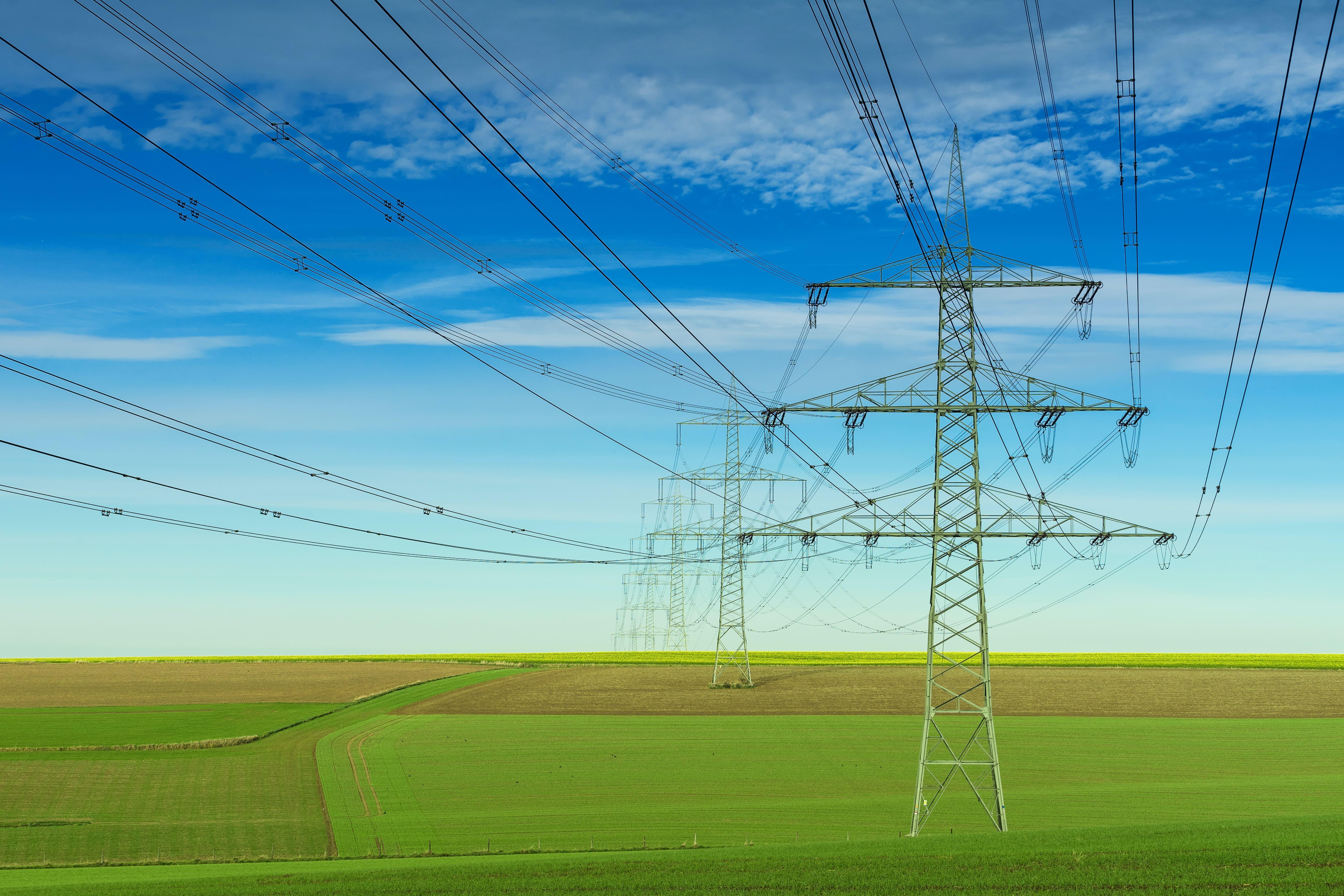 Transportar la electricidad de un lugar a otro (el transporte y la distribución) tiene un coste - Chippio