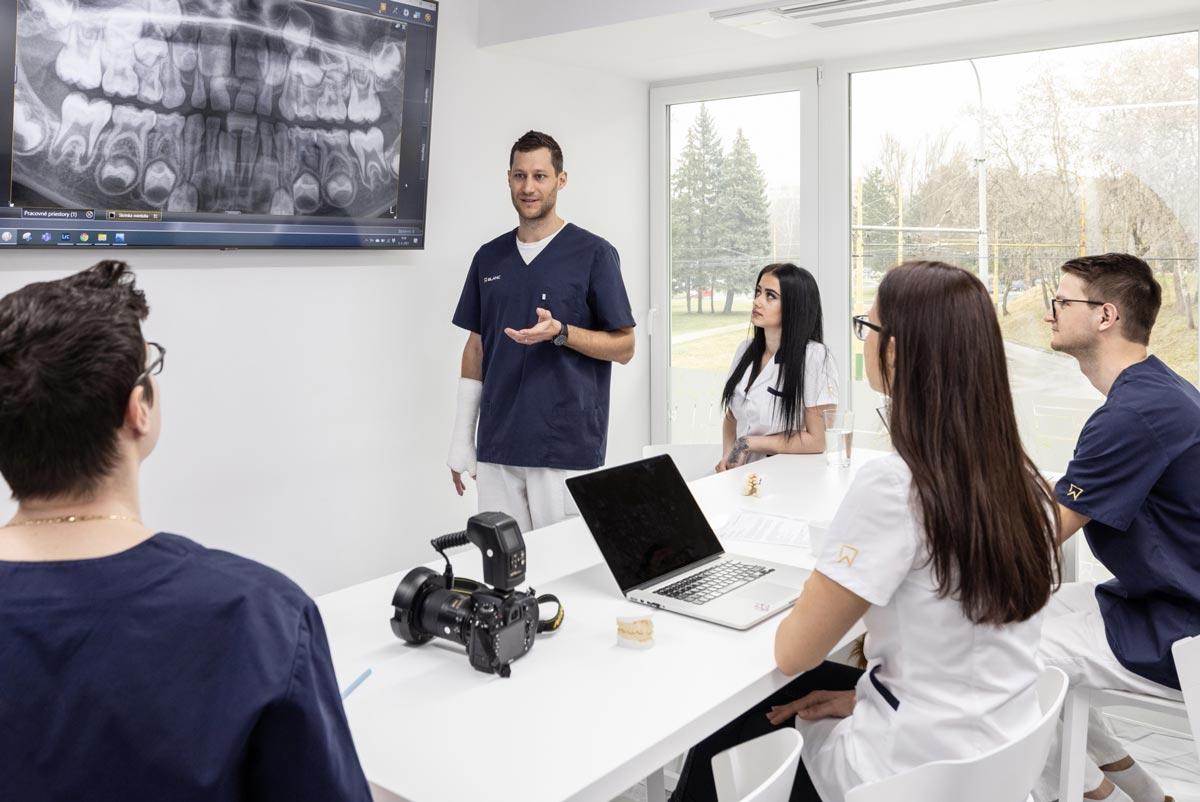 Porada tímu zubárov a zdravotných sestier