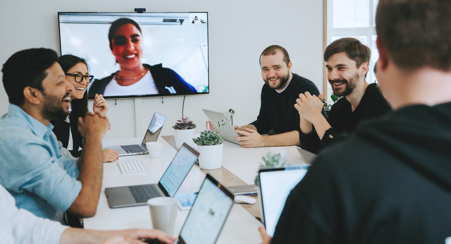 What's the best way to hold a hybrid meeting?