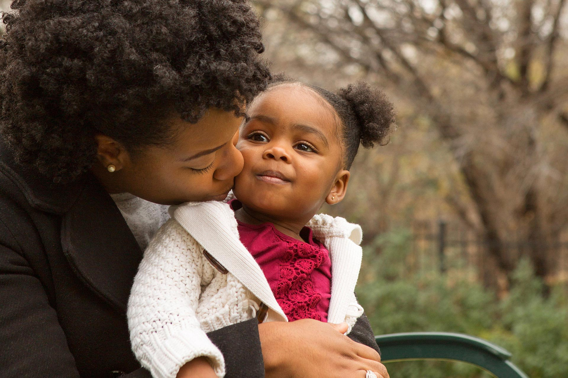 Illinois Rental Assistance Program - Mother and child embracing each other