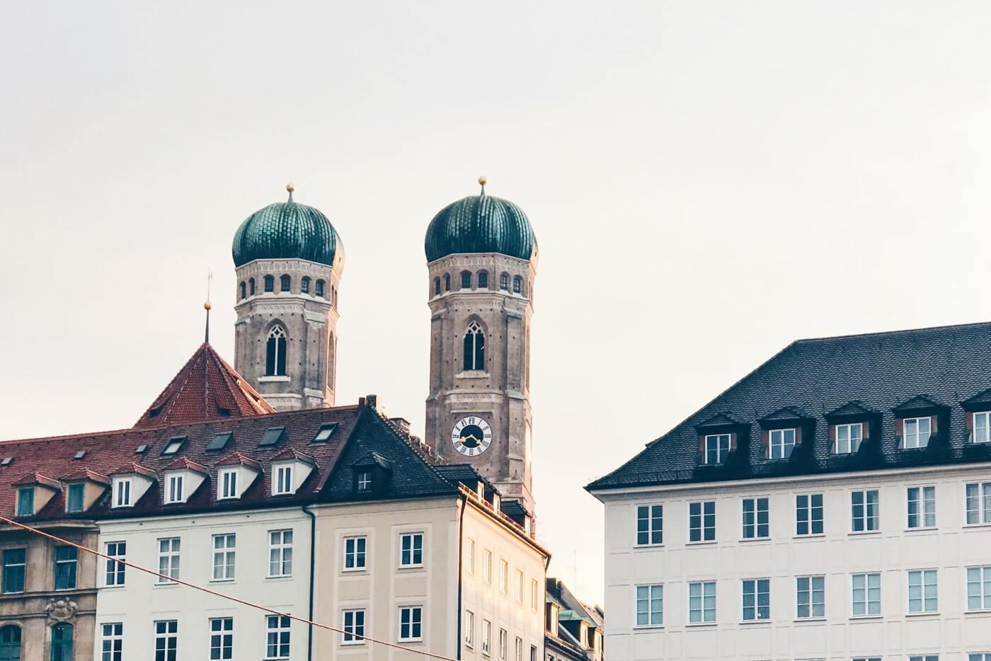 Aufnahme der Türme der Münchner Frauenkirche.