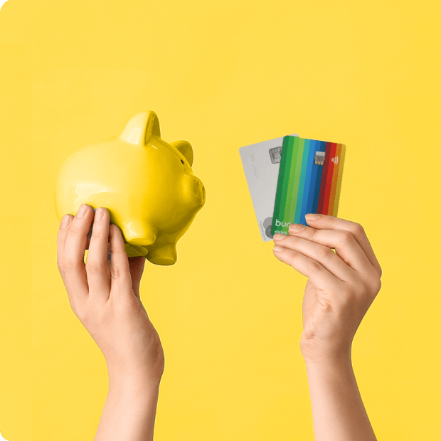 Hands with a piggy bank and bunq cards