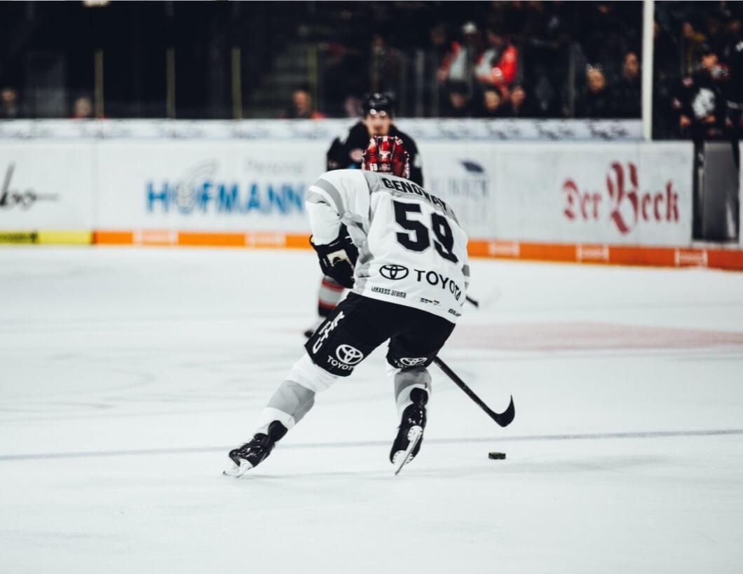 Eishockeyspieler im Stadion.