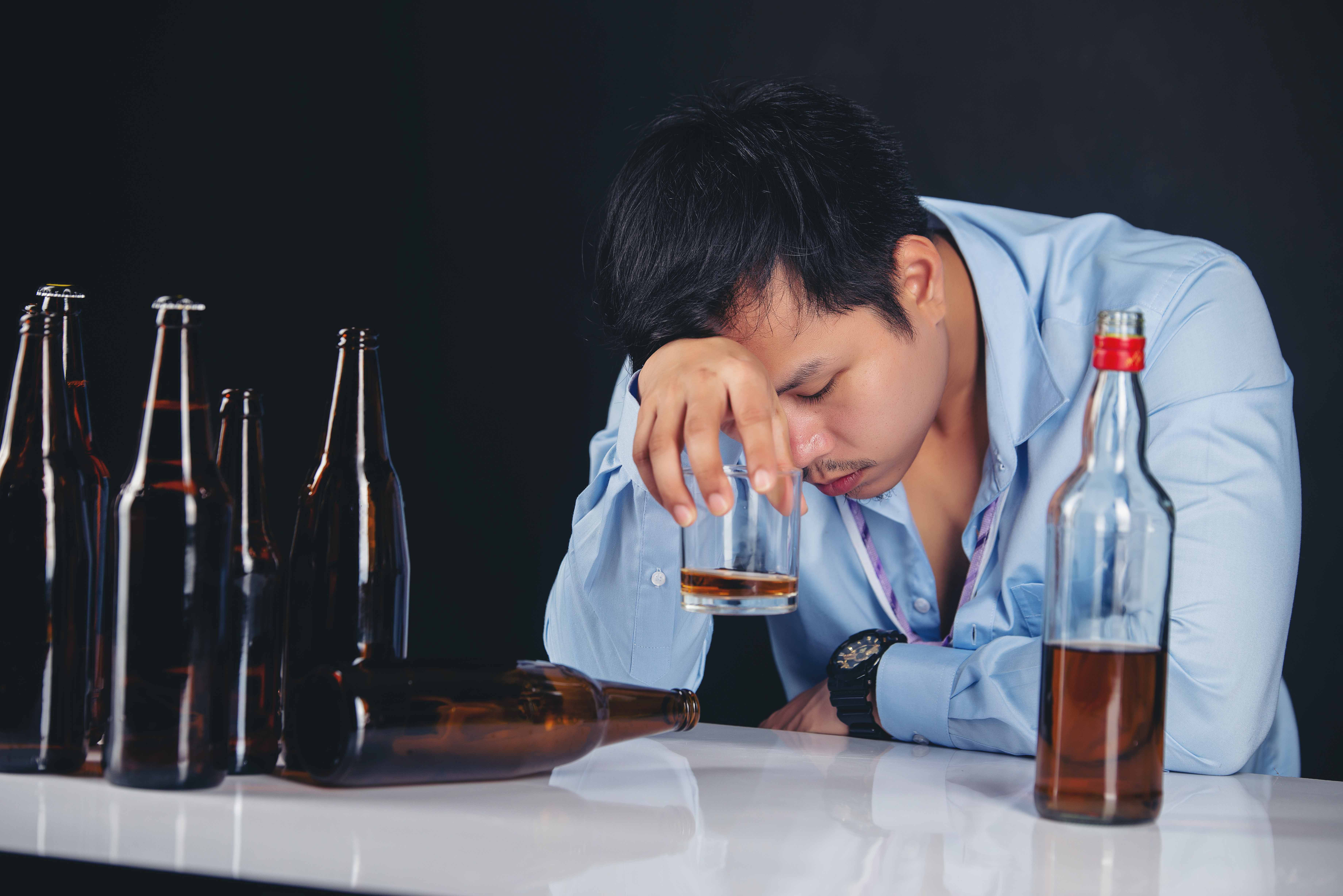 How To Help A Loved One Who May Be Addicted To Alcohol