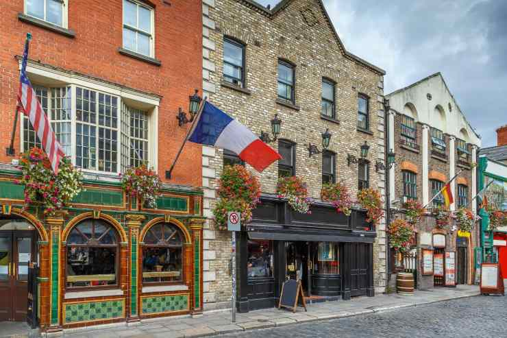 a picture of Temple Bar in Dublin, Ireland