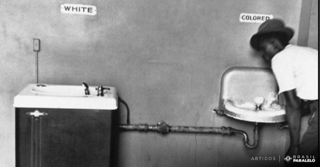 Segregacao-racial-nos-estados-unidos-negro-bebe-agua-em-bebedouro-separado-dos-brancos