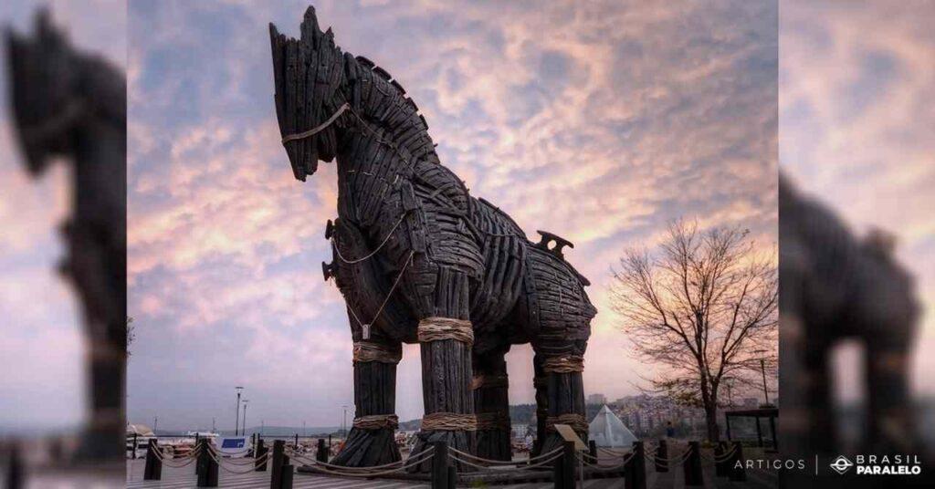 O-cavalo-de-troia-era-um-cavalo-de-madeira-oco-com-soldados-dentro