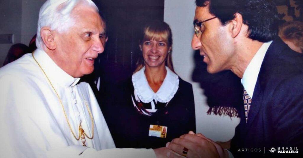 Alvaro-Siviero-se-encontra-com-o-papa-bento-XVI-em-recital-privado