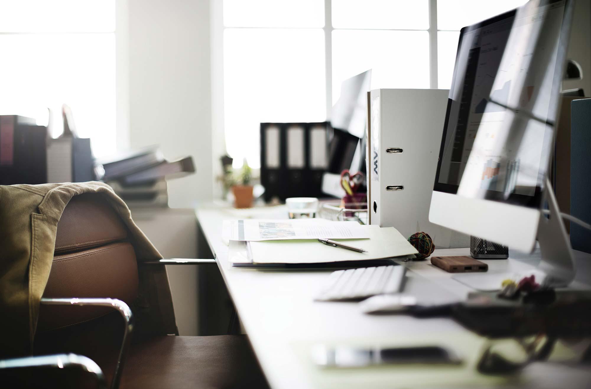 Contract Review Software: Pre-Signature vs. Post-Signature Solutions